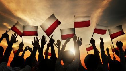 Czcijmy flagę i hymn