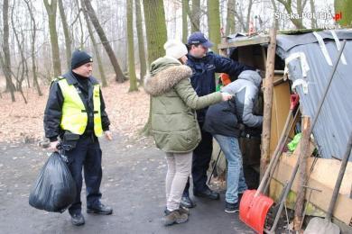 Policja kontroluje miejsca gdzie mogą przebywać bezdomni