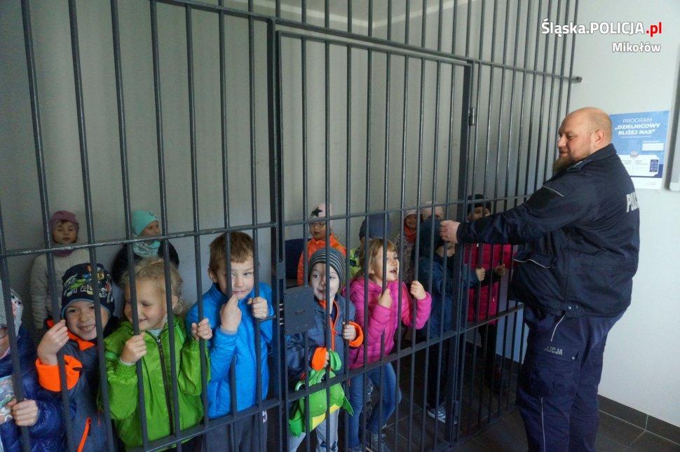 Uczniowie orzeskiej podstawówki odwiedzili komisariat