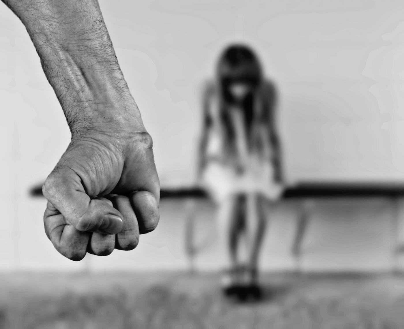 Problem znęcania się nad osobą najbliższą - czym jest znęcanie i jaka grozi za nie kara?